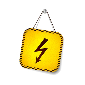 Высокое напряжение гранж предупреждающий знак висит на веревке, изолированных на белом