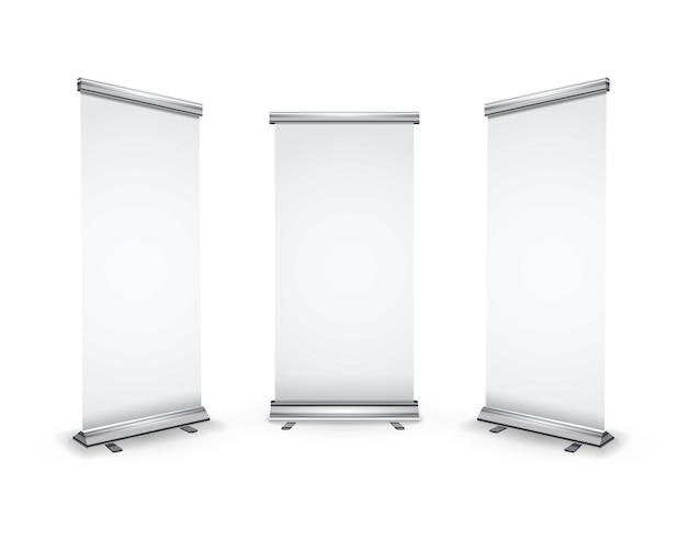 Три пустых свернутых баннера