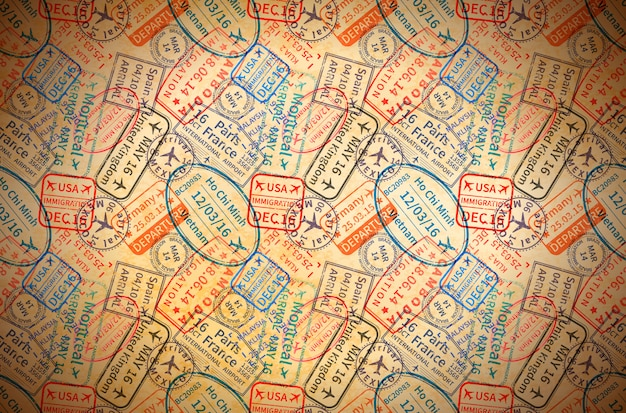 Красочные международные визы штампы штампы на старой бумаге, горизонтальный старинный фон