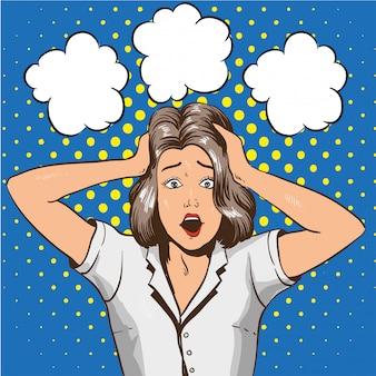 パニックの女性。ショックでストレスの女の子が手で彼女の頭をつかむ