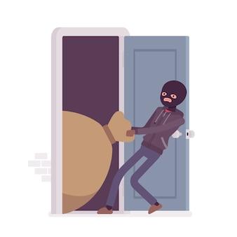 泥棒がドアから戦利品をドラッグ