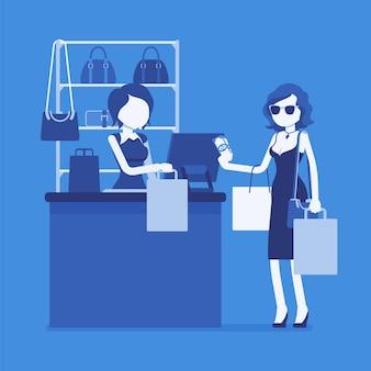 Женщина платит за покупки