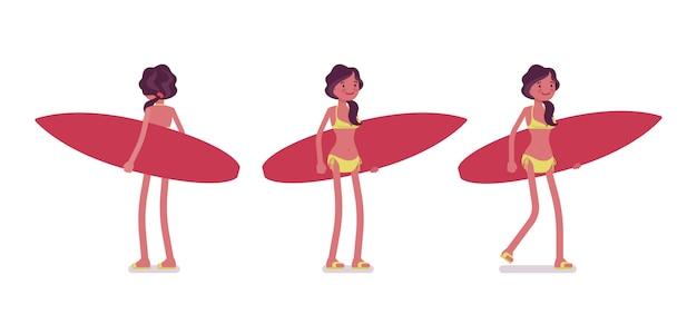 Молодая женщина в летнем наряде с доской для серфинга