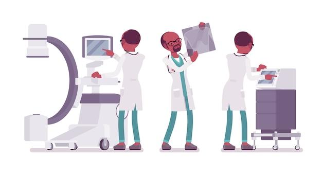 Черный мужской доктор рентген