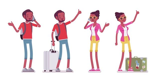 黒人男性と女性の観光客が立って、電話で話し、ヒッチハイク