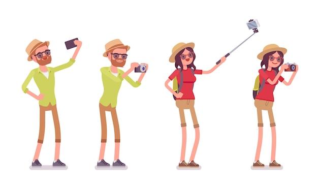 Туристический мужчина и женщина фотографировать