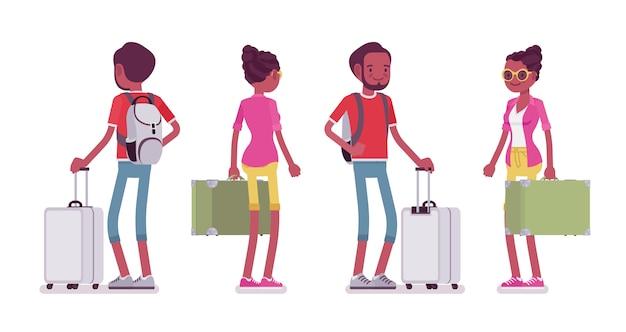 立っている黒人男性と女性の観光客