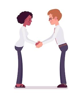 Мужские и женские клерки рукопожатие обеими руками