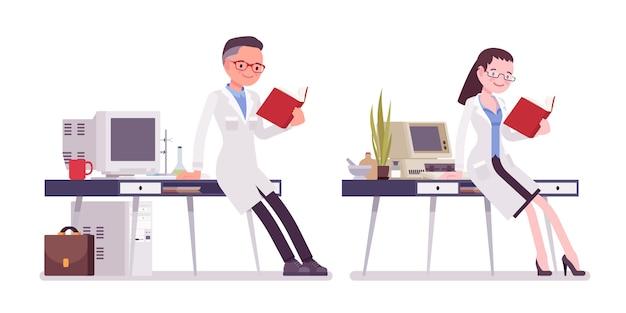 Мужской и женский ученый работает