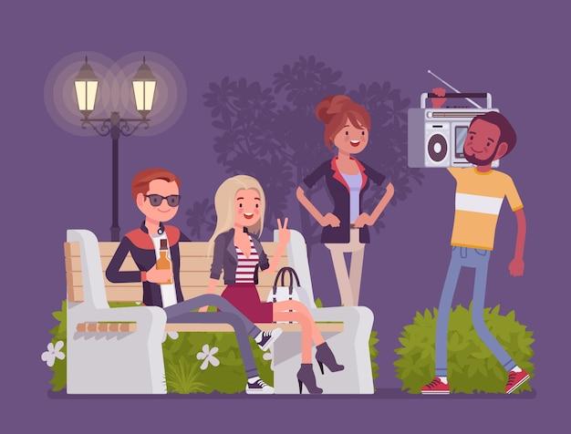 パーティーをたむろ。一緒に楽しんでいる若者のグループ、のんきな友達は、余暇の時間、ミレニアルストリートのソーシャルエンターテイメント、夜のレクリエーションを楽しんでいます。スタイル漫画イラスト