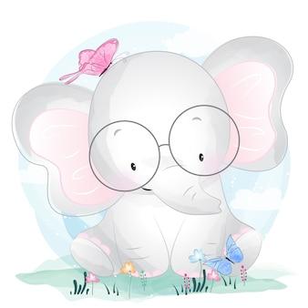 Милый слоненок играет с бабочками
