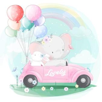Милый слон за рулем автомобиля с маленьким зайчиком