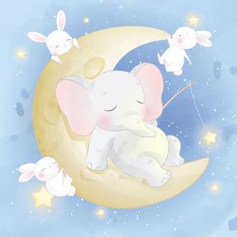 Милый маленький слоненок сидит на луне с кроликом