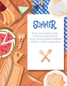 木製の背景を持つ夏ポスターデザイン