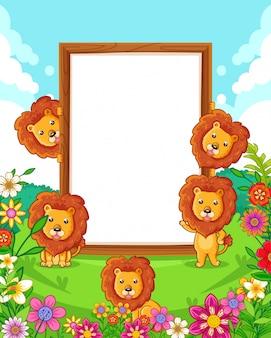 公園内の空白の木製看板とかわいいライオンズのベクトルイラスト