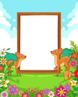 公園内の空白の木製看板とかわいい鹿のベクトルイラスト
