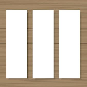 空白のバナーは、木製の背景に設定モックアップします。