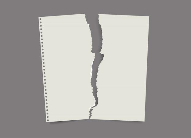 破れた紙のリスト。折り畳まれた紙、汚れた古い紙