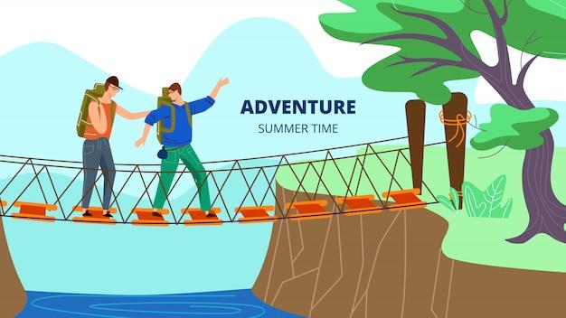 バックパックを持つ男性が森や公園で川の上の驚異的な吊り橋で歩く