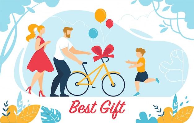 母親と父親が幼い息子に自転車をプレゼント