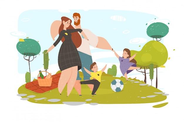 幸せな家族のアクティブな週末の自然の時間