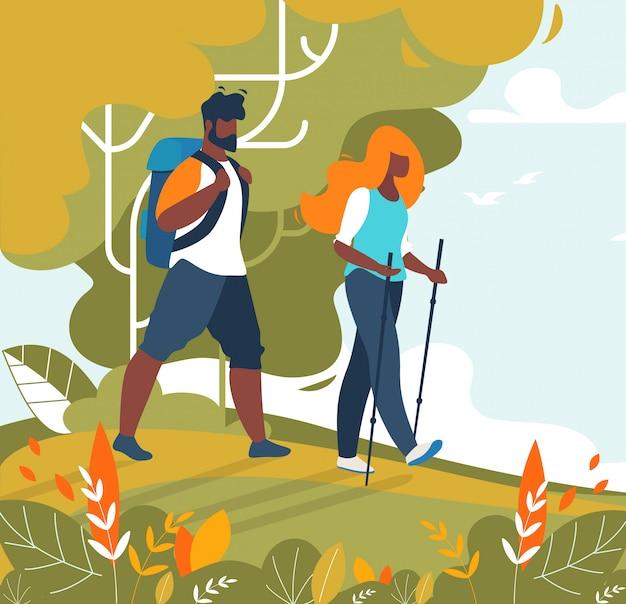 男と女のカップル観光客トレッキングとハイキング