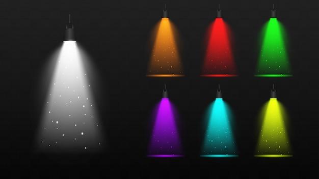 ステージのリアルなカラフルなスポット照明。シーンイルミネーションコレクション。