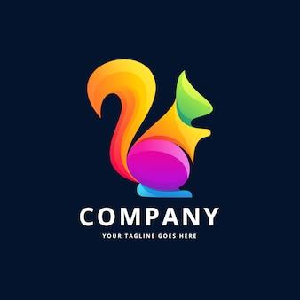 リスのカラフルなロゴデザイン