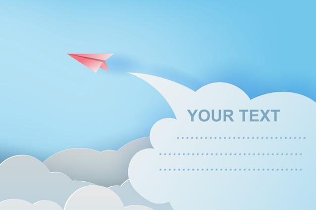 青い空を飛んでいる赤い紙飛行機