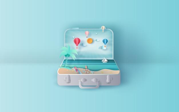 Летний закат с видом на море с чемоданом