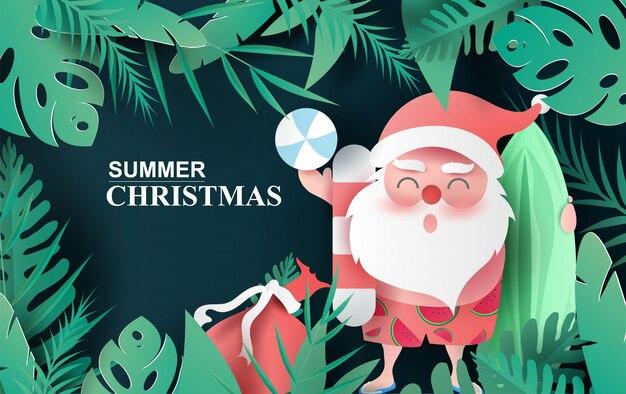 Дед мороз улыбается в пляжном костюме из тропических листьев