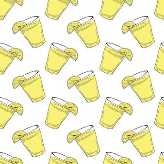 落書きとスケッチスタイルのレモンスライスシームレスパターンとレモネードカップ。