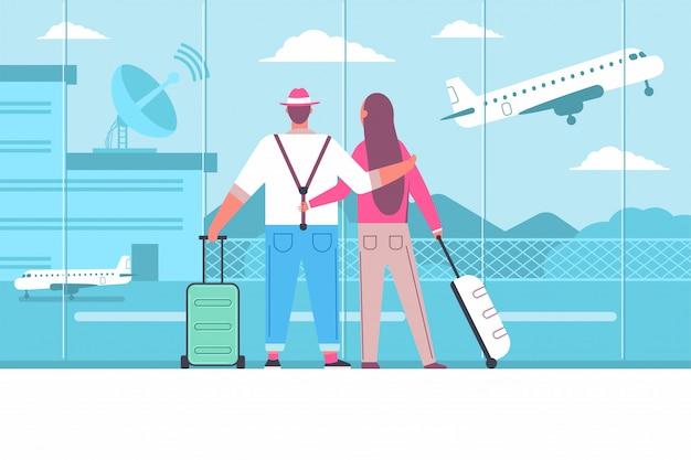 Семья в аэропорту с багажом. молодая пара ждет самолет в терминале. пассажиры и путешествия мультфильм плоской концепции иллюстрации.