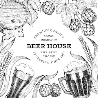 Пивной бокал и хоп дизайн шаблона. нарисованная рукой иллюстрация напитка паба вектора. выгравированный стиль. ретро пивоваренный завод иллюстрации.