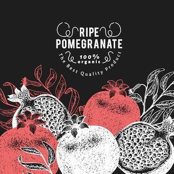 ザクロフルーツ背景デザイン。チョークボードに描かれたベクターフルーツイラストを手します。刻まれたスタイルのレトロな植物。
