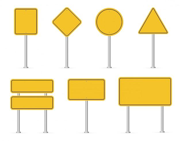 空白の道路の黄色い交通標識。