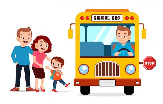 Малыш мальчик с родителями ждать школьный автобус