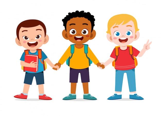 学校に行く準備ができて幸せなかわいい子供男の子