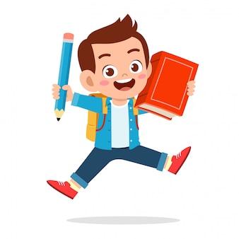 Счастливые милые дети с книгой и карандашом