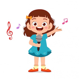 幸せなかわいい子供の女の子が歌を歌う