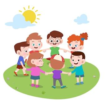 一緒に遊んでいる子供たちは円の図を作る