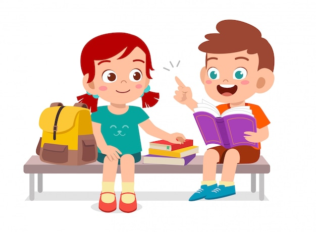 一緒に本を読んで幸せなかわいい子供たち