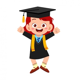 幸せなかわいい小さな子供の女の子が学校を卒業