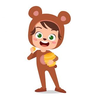 Счастливый милый ребенок носит костюм животного партии