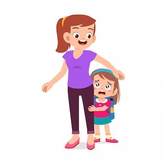 母と幸せなかわいい子供女の子初日学校
