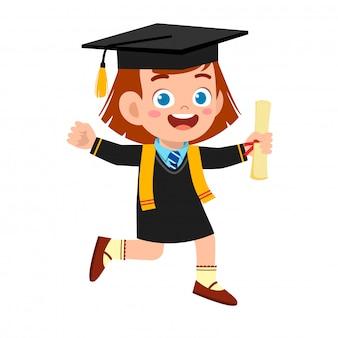 Счастливый милый маленький мальчик мальчик окончил школу
