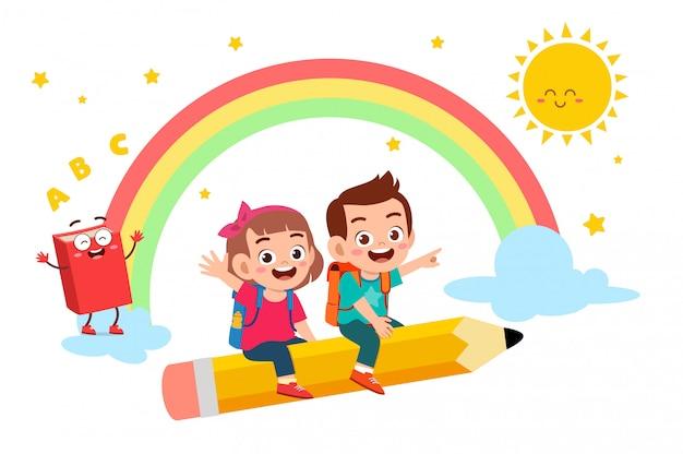 幸せなかわいい子供男の子と女の子が学校に行く