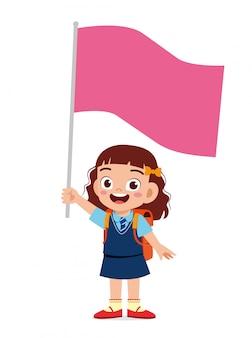 Счастливый милый маленький ребенок девочка держит флаг