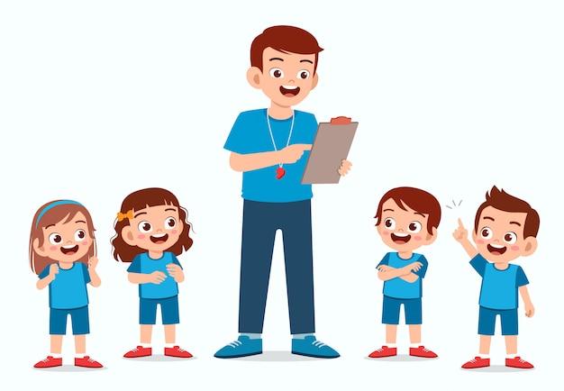 Счастливый милый маленький ребенок мальчик и девочка с учителем
