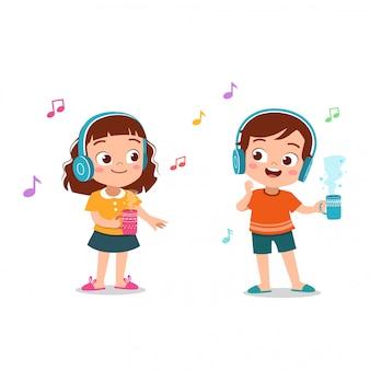 音楽イラストを聴く子供たち